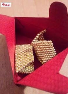 http://www.manualidadeson.com/diy-cajita-de-regalo-hecha-con-cartulina.html