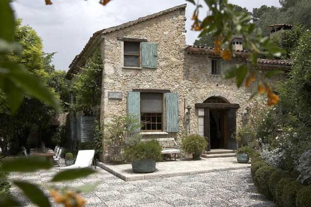Peace of provence ellegant home design for Provence home