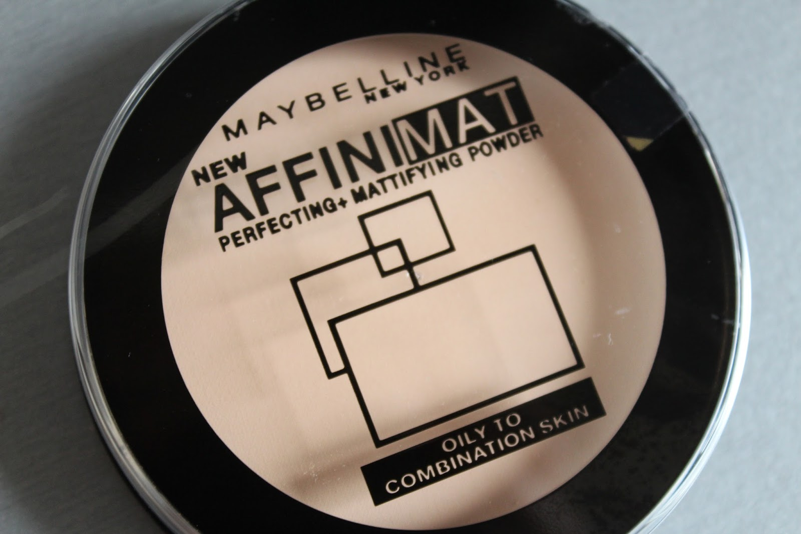 Maybelline Affinimat Perfecting + Mattifying Powder (kameni puder)