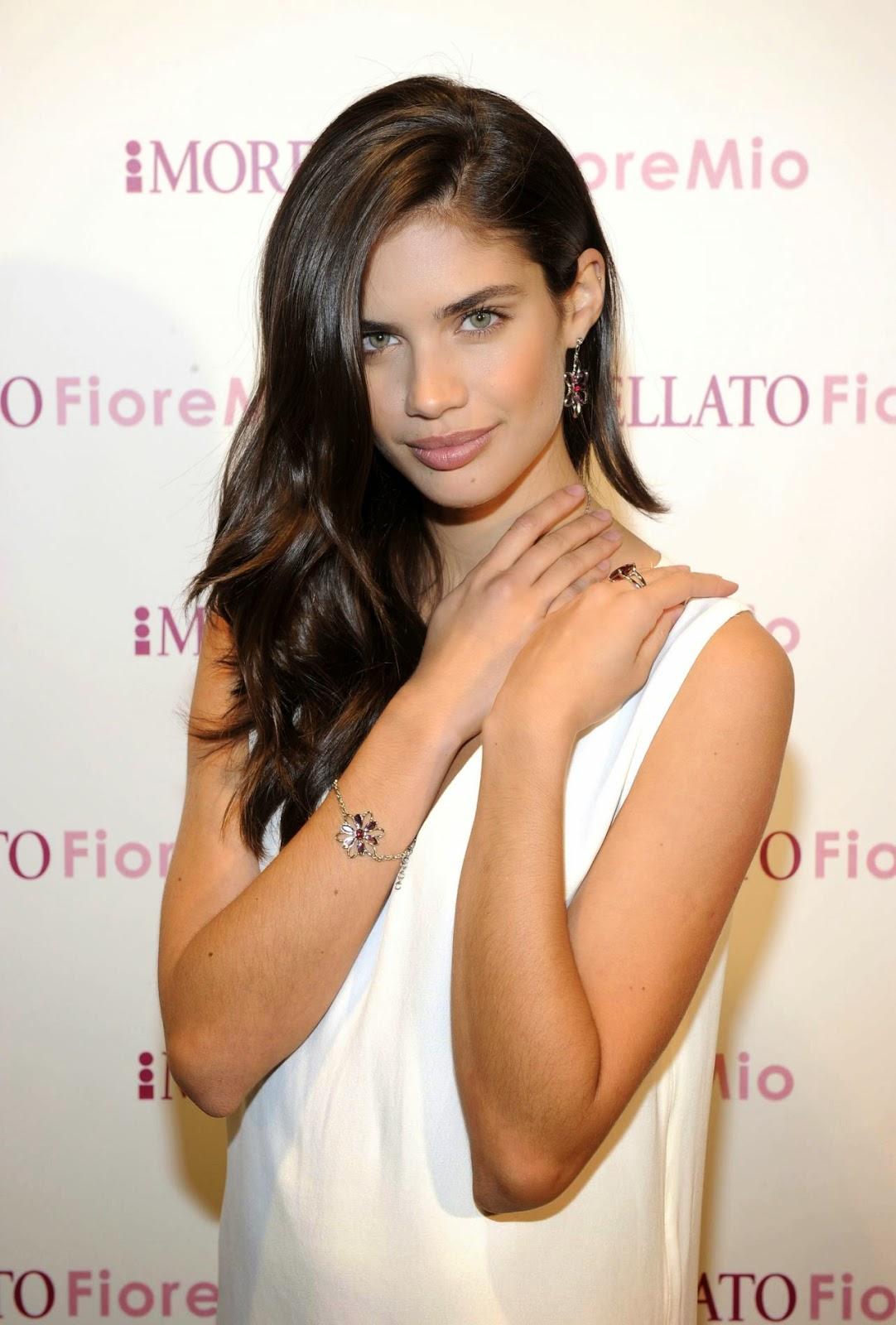 Hot Photos of Sara Sampaio.
