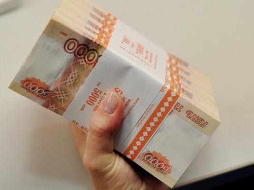 В Златоусте сотрудница банка обогатилась на миллион рублей за счет старушки
