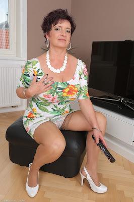 смотреть зрелые женщины онлайн-хв5
