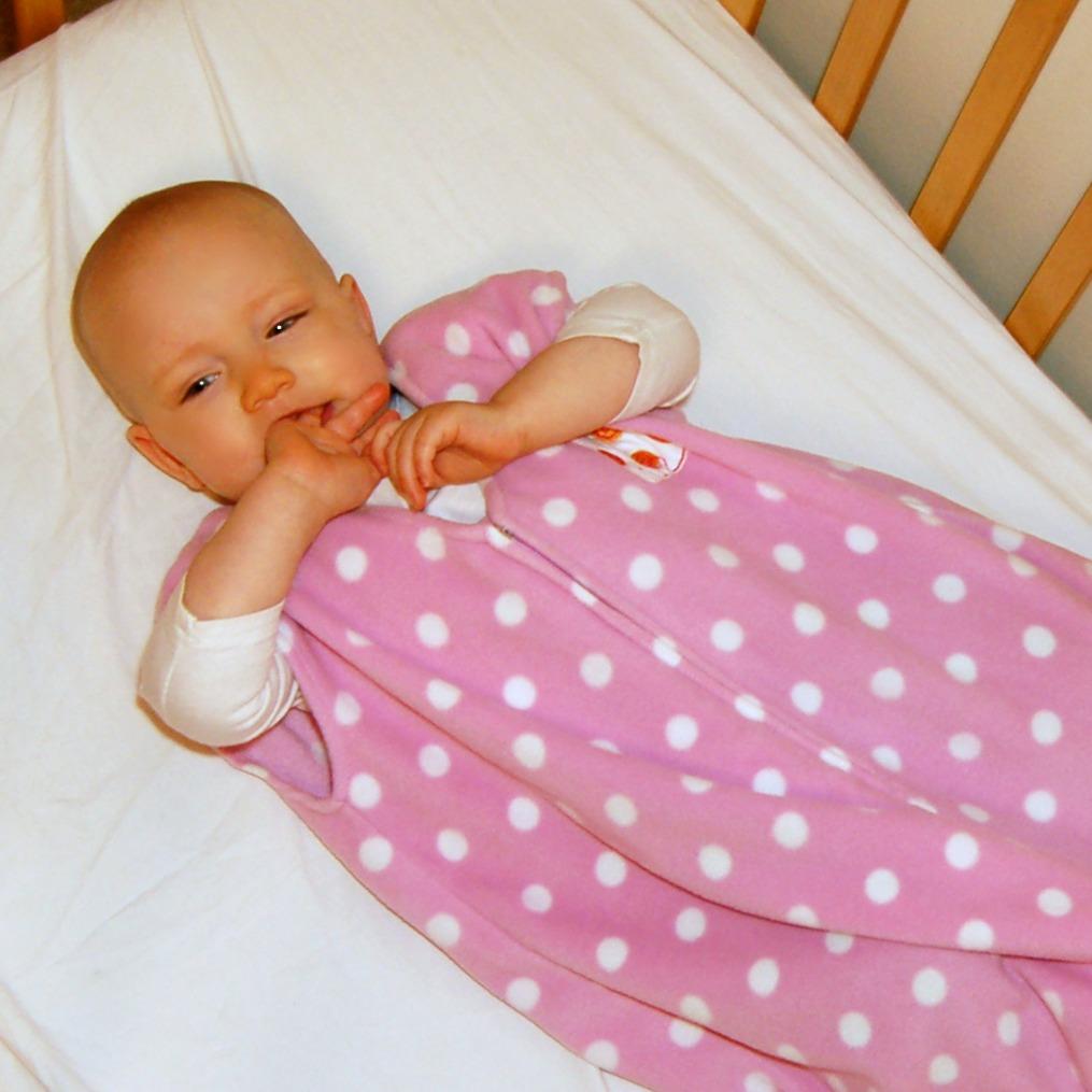 trust me i 39 m a mom safe sleeping practices sleepsack. Black Bedroom Furniture Sets. Home Design Ideas
