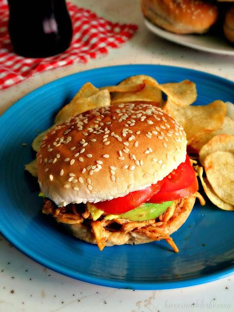 Sándwiches de Pollo a la BBQ - lacocinadeleslie.com