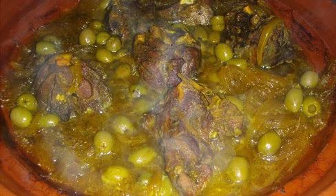 طاجين اللحم بالبصلة والزيتون