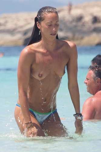 Vayapibon: Famosas, pilladas en la playa haciendo top-less (16 ...