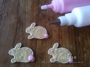 .quedan muy bonitos. .si le pones un lazo en el cuello del conejo de . image