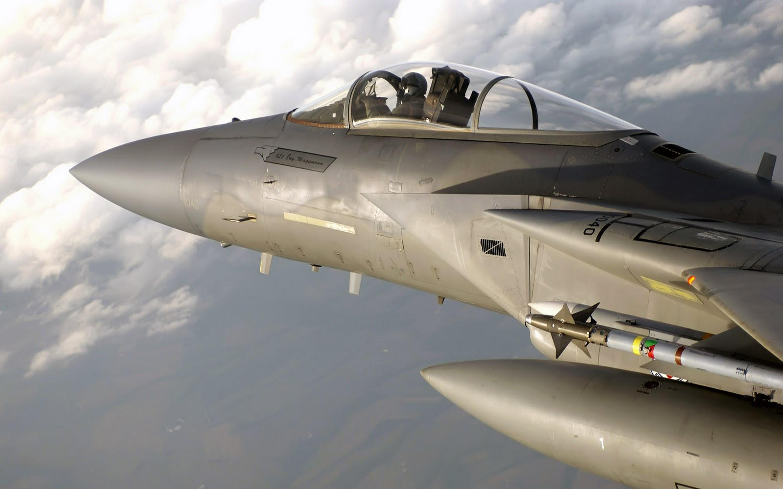 http://4.bp.blogspot.com/-Ua9cxQPzoVk/TybDKqMeXBI/AAAAAAAAAaI/g-TinnTvxfU/s1600/warplane+wallpaper++(3).jpg