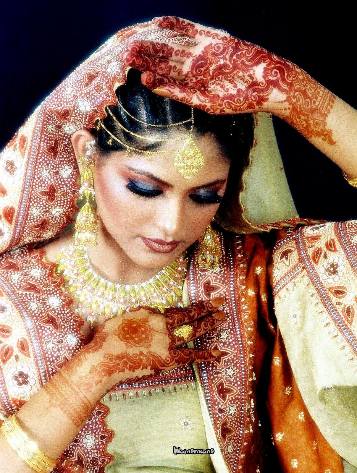 Mehndi Makeup Looks : Pakistani dulhan makeup dress jewelry look