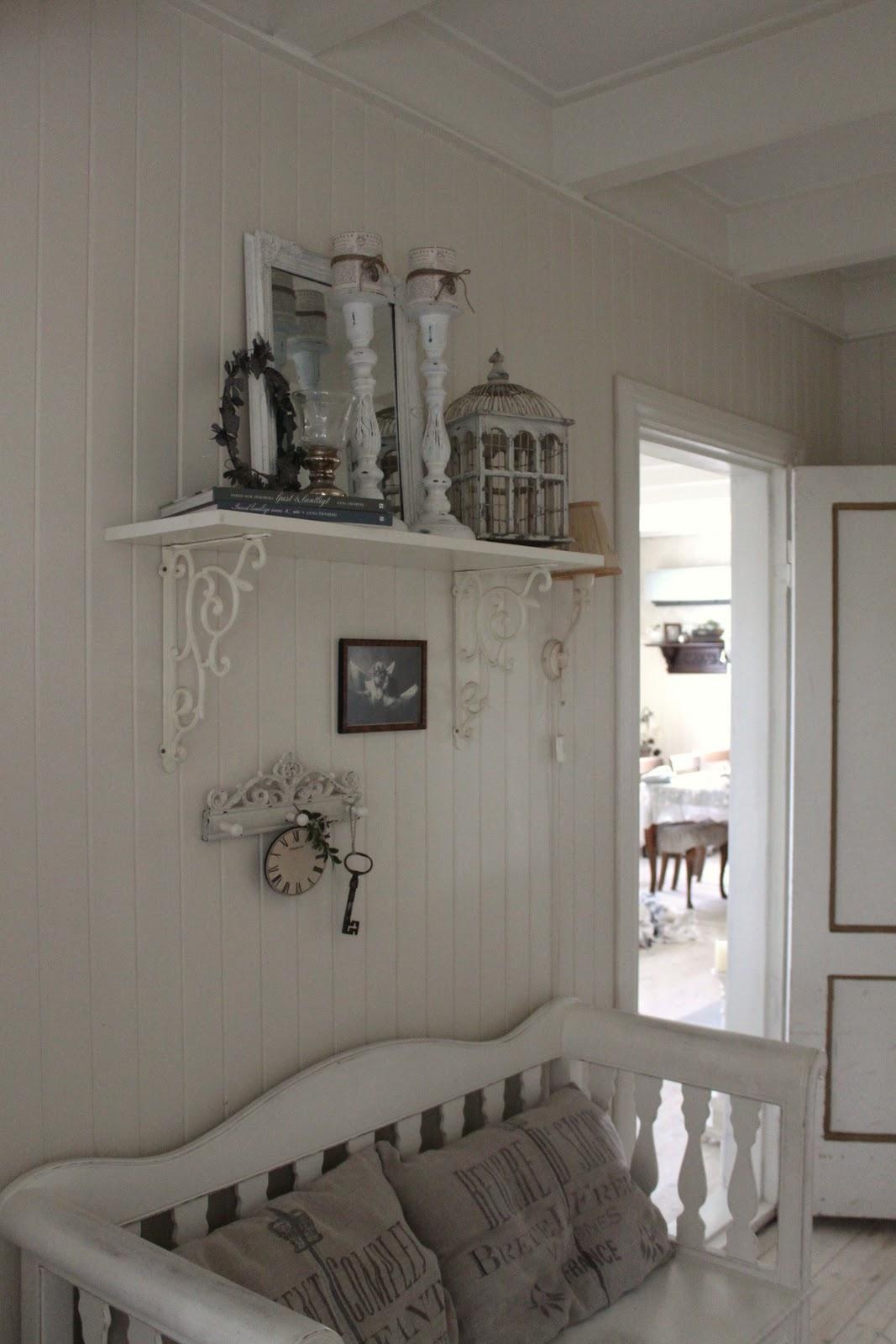 Nina i Paradiset: Interiørbilder fra hallen.....