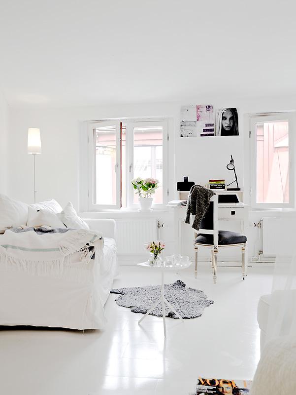 Un monolocale total white la tazzina blu for Bedroom ideas tumblr white