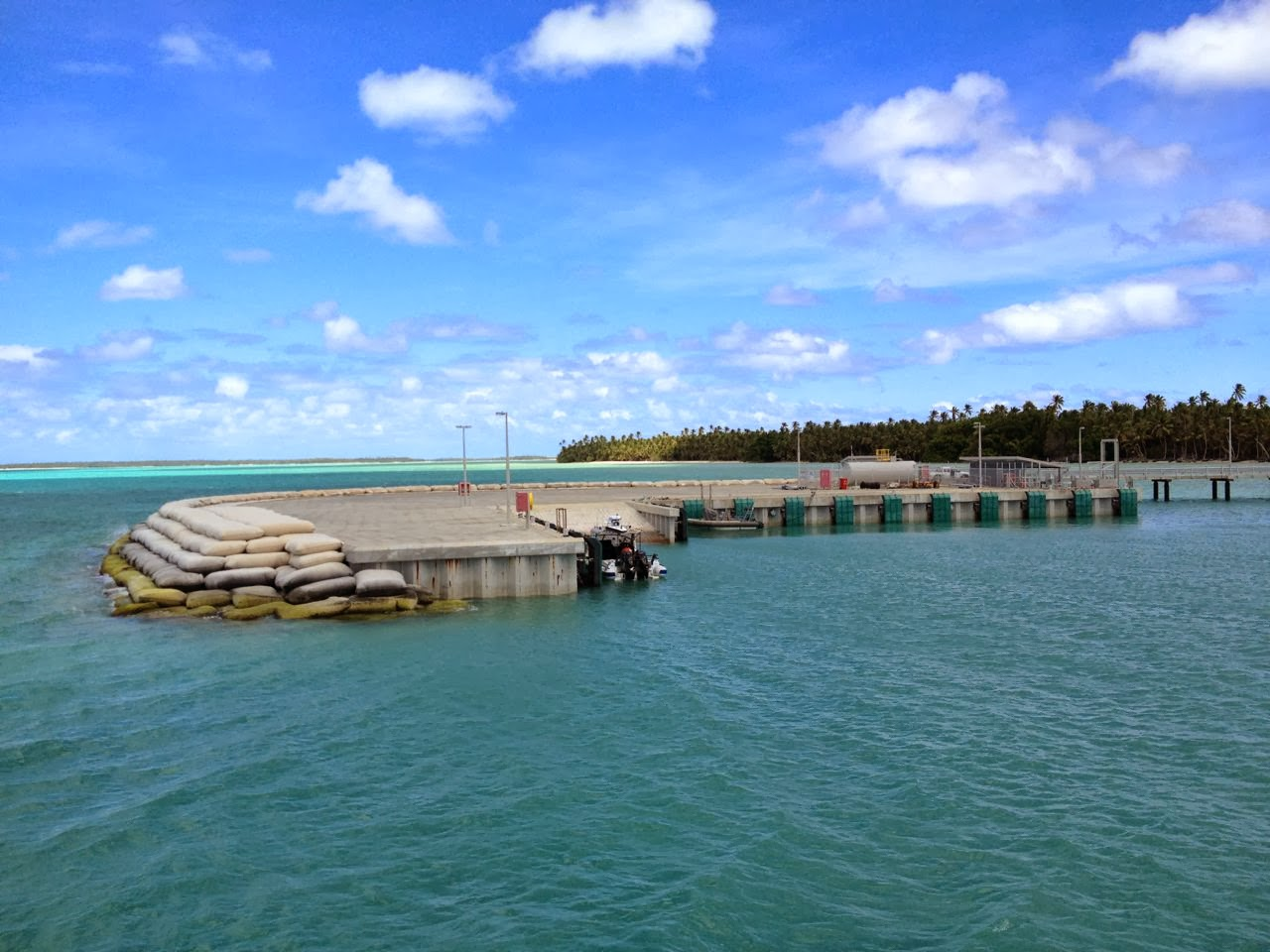 Container shipping at small, isolated Islands: Cocos (Keeling) Islands