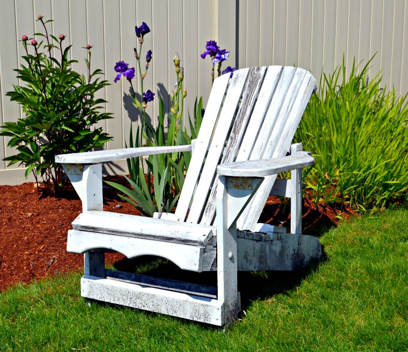 Which Is Better Spray Painting An Adirondack Chair