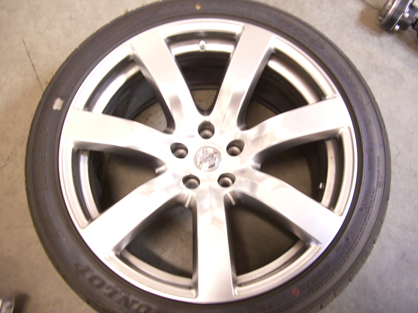 Nissan GT R Wheel and Tire Fitment 2009gtr