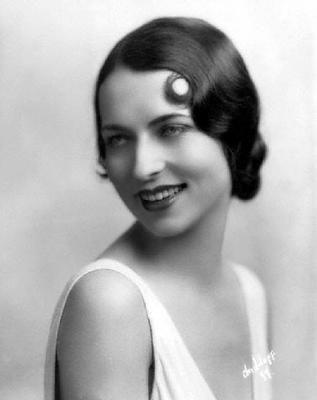 Agnes Moorehead biography