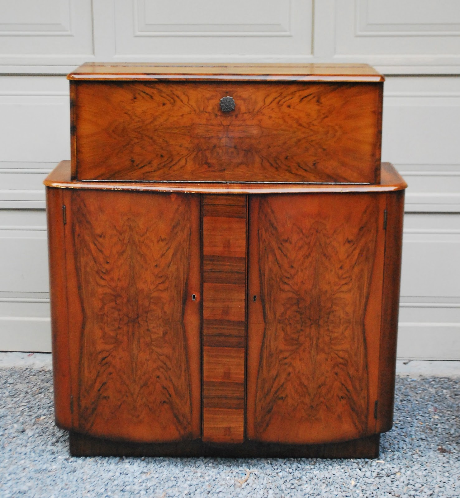 Tribute 20th Decor Art Deco Liquor Cabinet