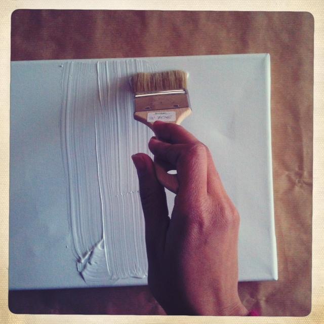 Como hacer un cuadro con lienzo blanco sabes que puedes - Como enmarcar un lienzo ...