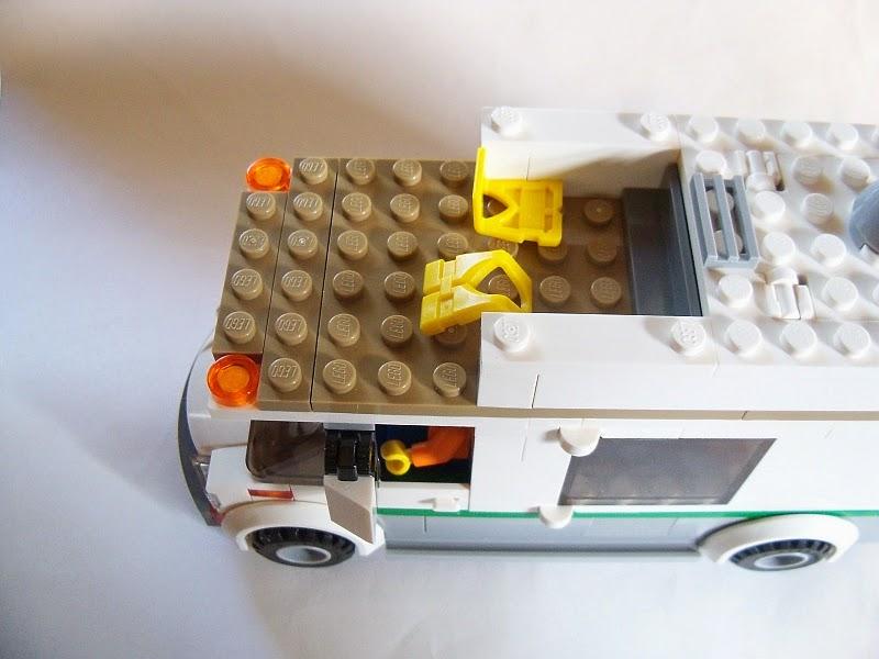 Dag's Bricks: Set Review - Camper Van 60057
