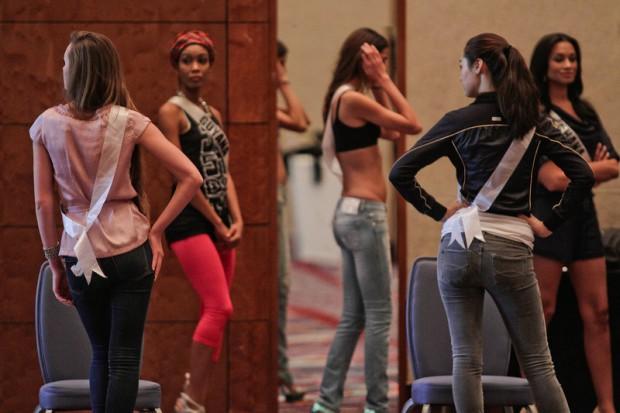 Miss Universe 2011 Contestants exercises16