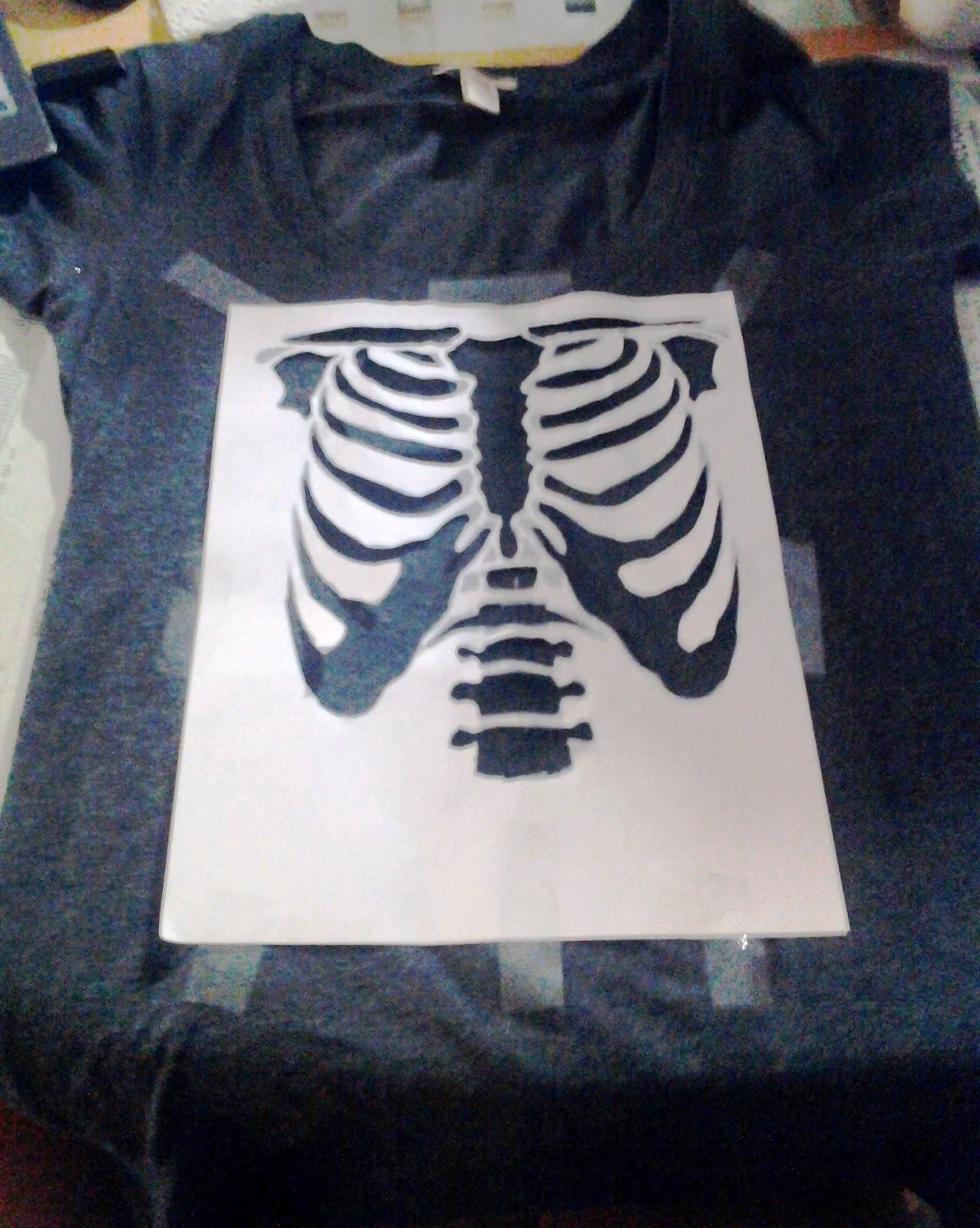 skeleton stencil glitter t shirt on upcyclefever. Black Bedroom Furniture Sets. Home Design Ideas