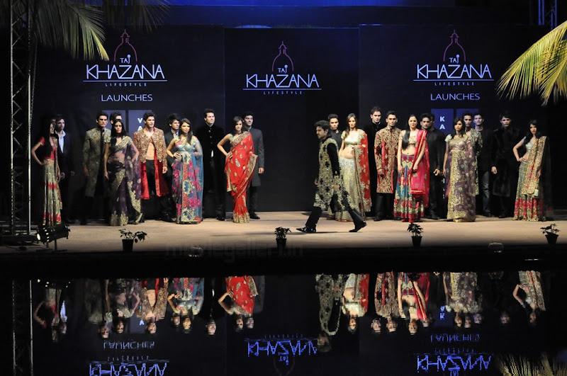 Ram Charan Teja Walks Ramp in TAJ KHAZANA Lifestyle Fashion Show film pics