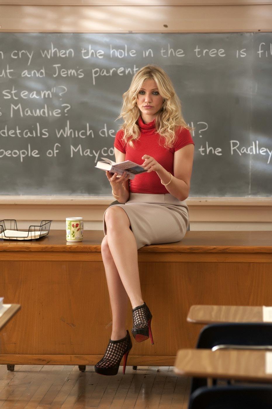 http://4.bp.blogspot.com/-Ucnr5mvxUx8/Tg60zz-U-BI/AAAAAAAAHBE/NLlxU2GSifs/s1600/Bad+Teacher+001.bmp
