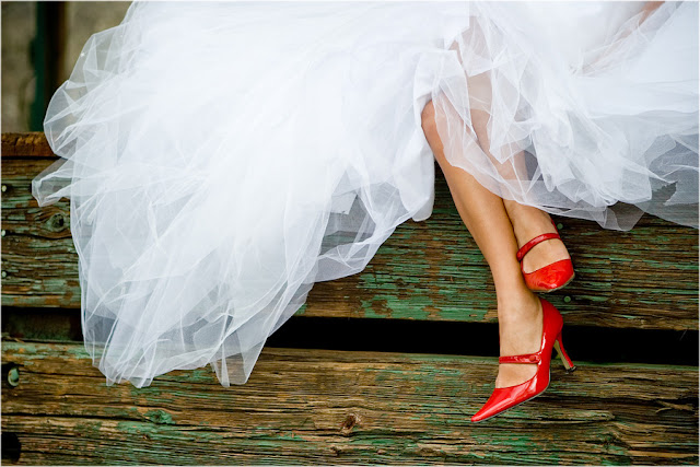 Наречена у червоних туфлях