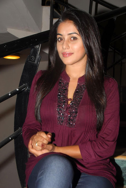 Telugu Actress Poorna at Seema Tapakai Logo Launch