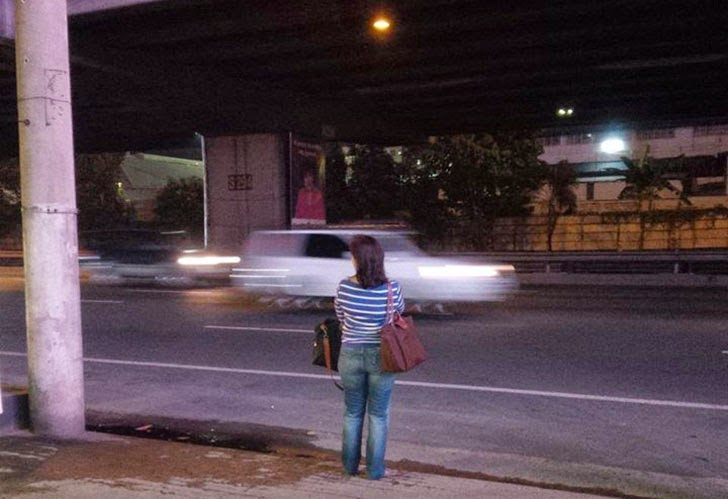 Leni Robredo Waiting For Bus
