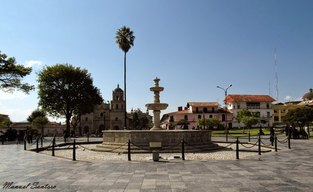 Cajamarca, Plaza de Armas. Sullo sfondo l'Iglesia de San Francisco