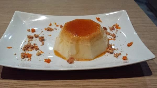 panna cotta alla vaniglia con caramello all'arancia