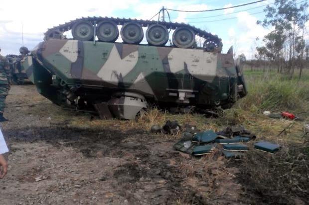 2 tentera maut kereta kebal terbalik