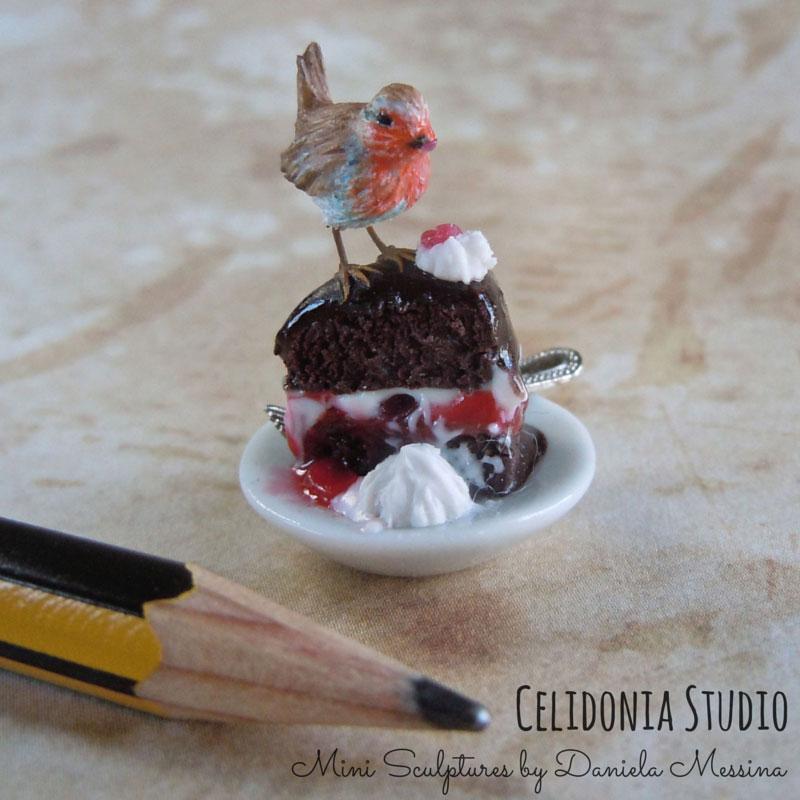 Pettirosso miniatura in scala 1/12 - scultura in Pasta Sintetica di Daniela Messina