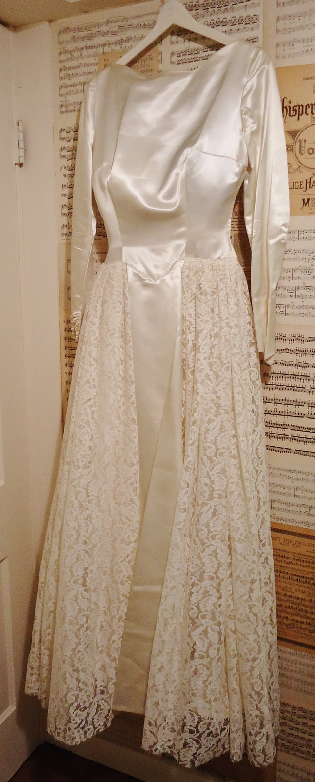 Antique Wedding Dress via Knick of Time