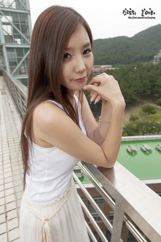 Lee Ji Min Pretty in White Dress