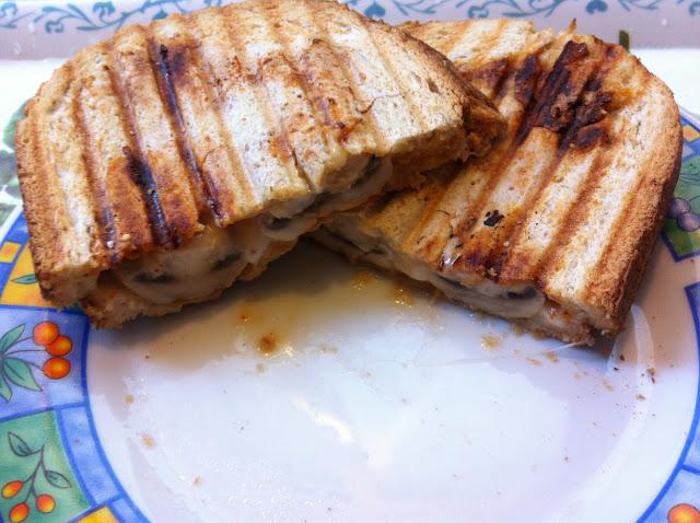 Grilled Cheese Sandwich w. Mushrooms and Sriracha