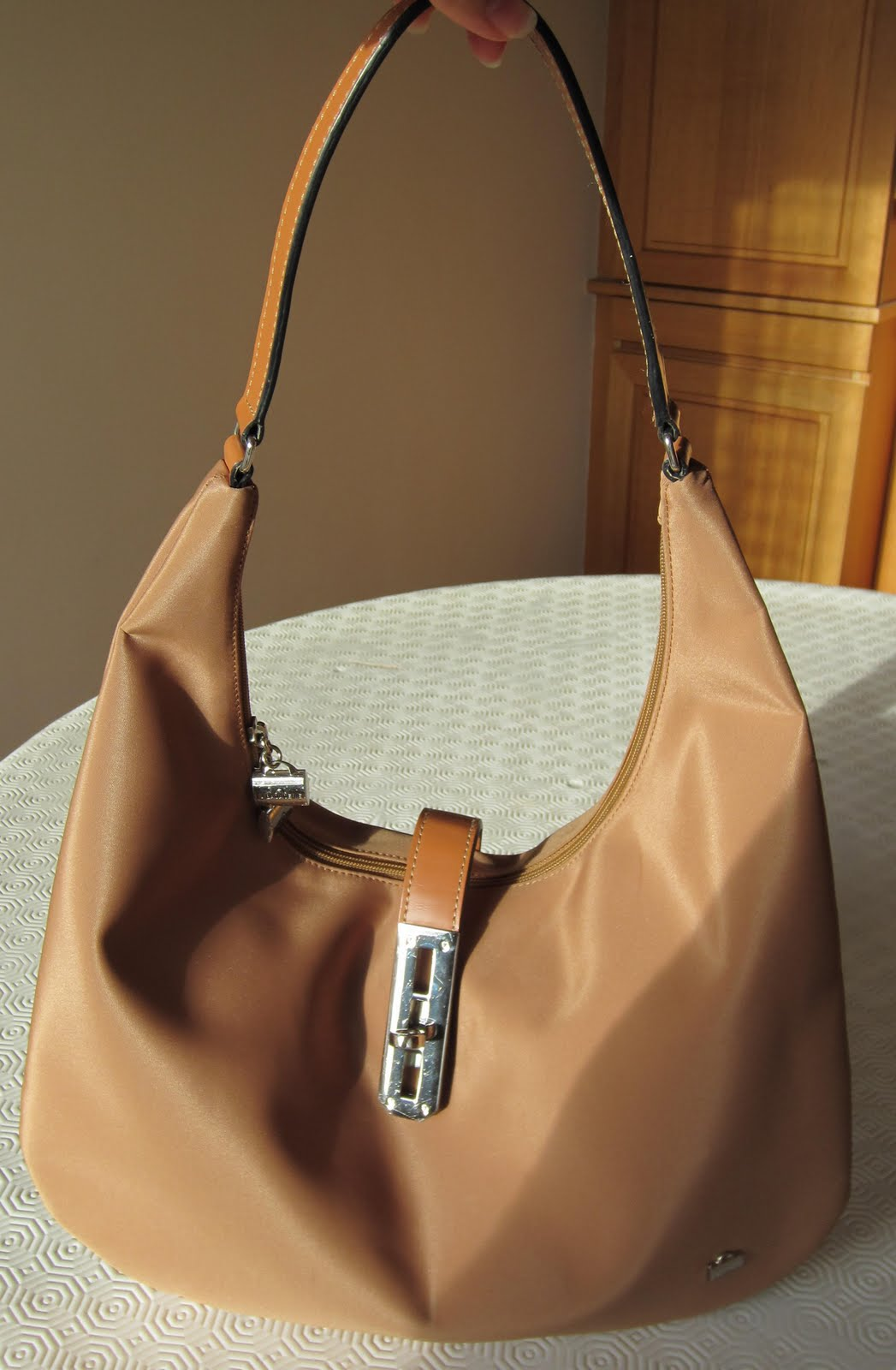 sac discount dans vide dressing de Flora : LA BAGAGERIE - Sac à main