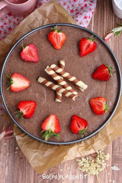 Torcik z truskawkami i czekoladą