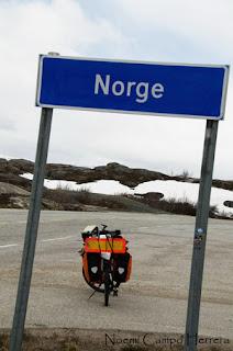 Bicicleta cruzando la frontera Noruega