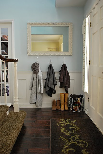 Small Spaces Entryway - Kitchen Layout and Decorating Ideas