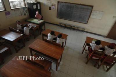 Tunjangan profesi bagi guru yang telah sertifikasi terancam dihentikan.