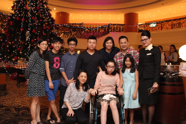 Ms. Siti Hajar – Guest Relations Manager for Sunway Putra Hotel – with Ashley and Zoe Tan and their family