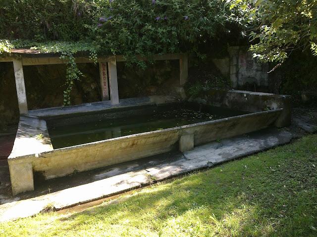 Fuente y lavadero de Canaval en Oleiros