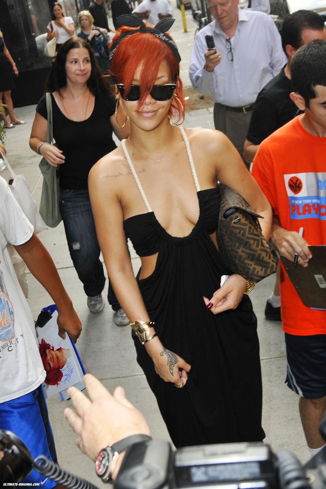 http://4.bp.blogspot.com/-UfUMjIm80Oc/Tim-18IZDzI/AAAAAAAABbM/fBe_xP4AvDo/s1600/RihannaF1.jpg