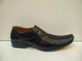 Sepatu Aigner Pantofel kulit