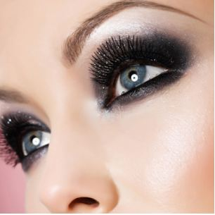 maquillage yeux bleus charbonneux. Black Bedroom Furniture Sets. Home Design Ideas