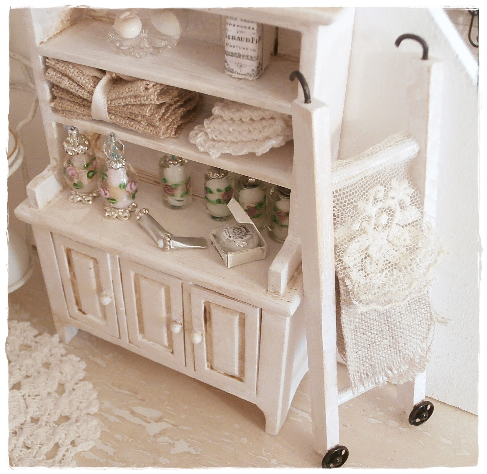 shabby dollhouse ein paar kleinigkeiten. Black Bedroom Furniture Sets. Home Design Ideas