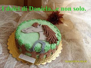 torta con cavallo in pasta di zucchero.