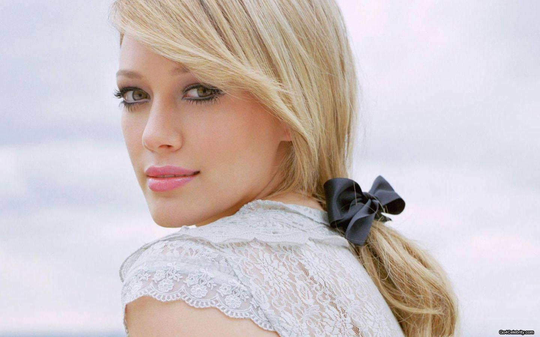http://4.bp.blogspot.com/-UfhksKgMi4I/TZaPv8DMKTI/AAAAAAAAAec/0j8xyp53-G4/s1600/Hilary-Duff-049-1440x900.jpg