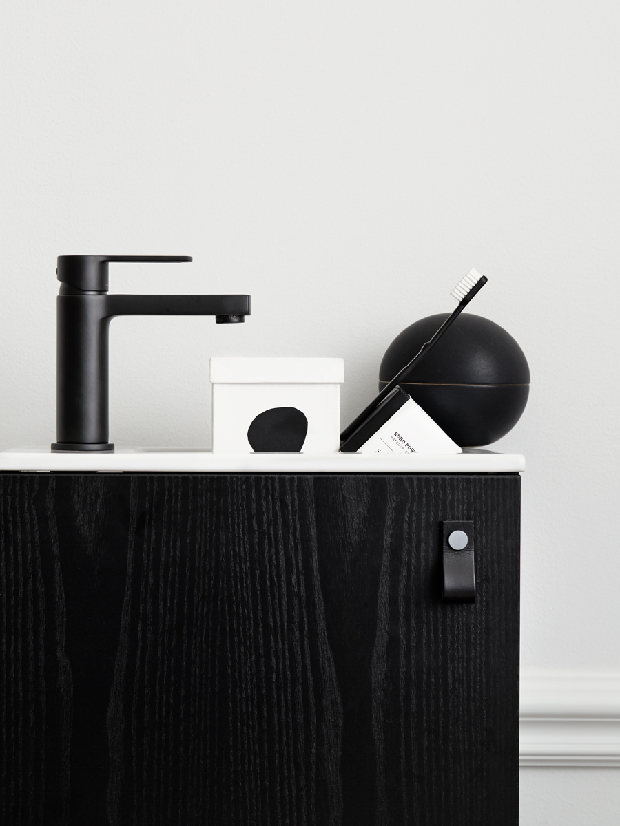 The design chaser swoon bathrooms
